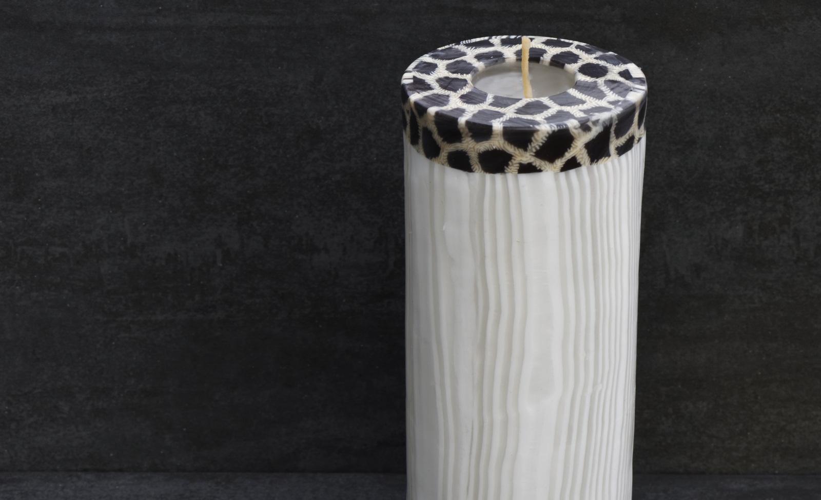 Kerze Modell Elegance TPL, Farbe: weiss-Tierfell, Form: Triple Pillar. Handgemachte Designkerze. Kerzen online kaufen
