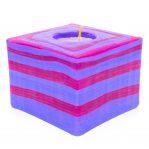 Kerze; Swazi Candle; Form: Würfel M ca. 7cmx9cmx9cm; Gewicht: ca. 475g; Farbe: violett; peppiges gestreiftes Lollipopmuster