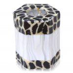 Kerze; Swazi Candle; Form: Hexagon ca. 10cmx7,5cmx9cm; Gewicht: ca. 440g; Farbe: eleganter weisser Bambus eingerahmt von wunderschönem Animalprint