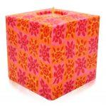 Kerze; Swazi Candle; Form: Würfel L ca. 9cmx9cmx9cm; Gewicht: ca. 640g; Farbe: orange, elegantes leuchtendes Blumenmuster in Orangetönen;