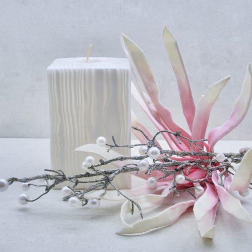 Kerze; Swazi Candle; Form: Würfel XL ca. 9cmx9cmx13cm; Gewicht: ca. 950g; Farbe: weiss, eleganter leuchtender weisser Bambus; Dekoration von Blueowl